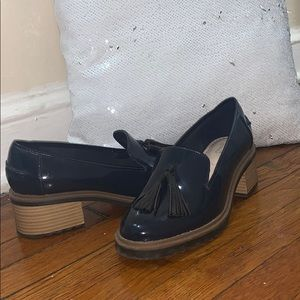 Women Clarks patent leather navy blue shoes